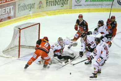Eine komfortable 3:0-Führung haben die Eispiraten Crimmitschau am Dienstagabend noch aus der Hand gegeben.