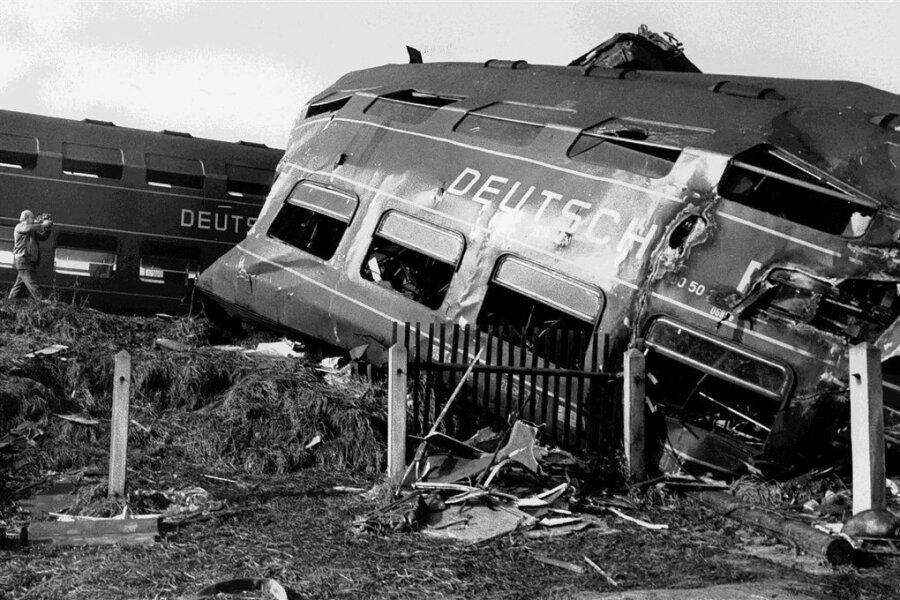 Die Zugtrümmer nach dem Unglück.