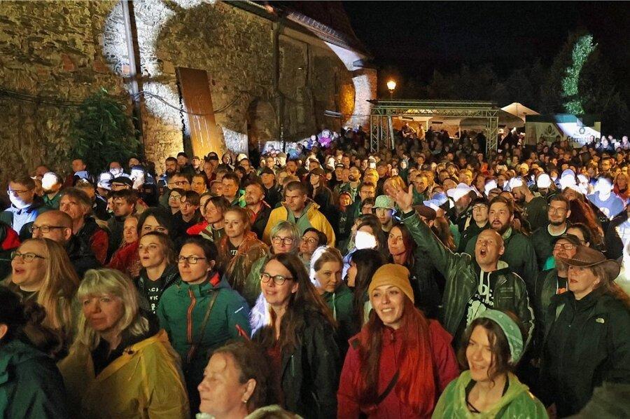 Die Konzertbesucher genossen die tolle Atmosphäre im Open-Air-Gelände des Malzhauses.