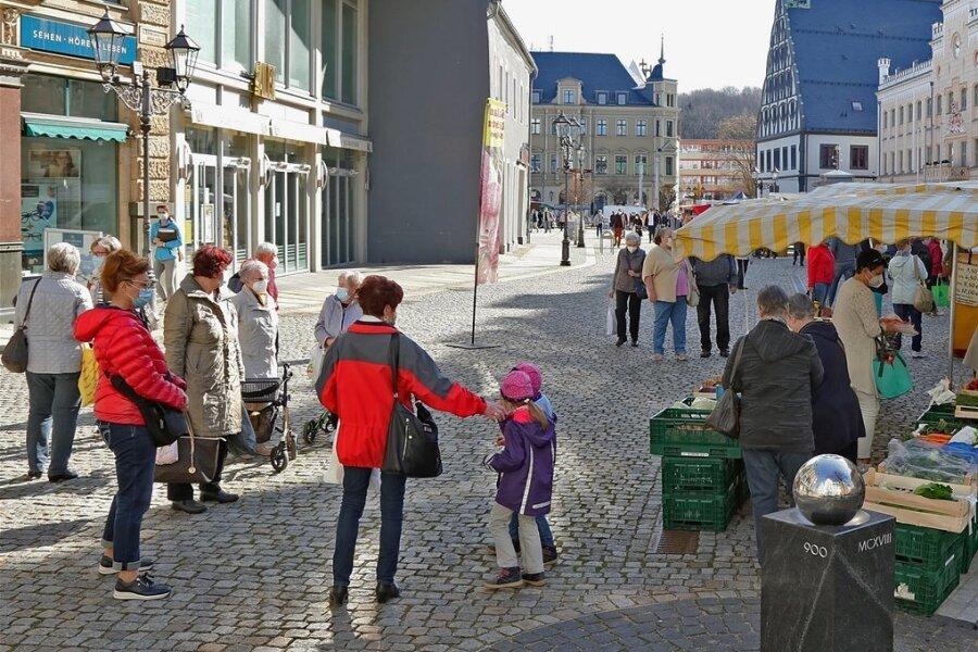 Der erste grüne Sachsenmarkt am Mittwoch auf dem Zwickauer Hauptmarkt war gut besucht.