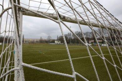 Gähnende Leere - seit November sind die Plätze von Sachsens Amateurvereinen, wie hier der des VfB Empor Glauchau, verwaist.