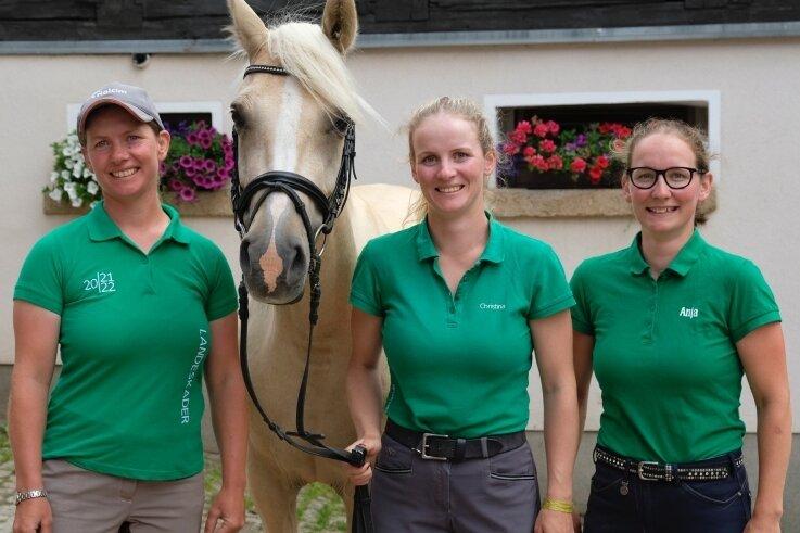 Antje, Christina und Anja Schöniger (von links) haben nach guten internationalen Resultaten im bisherigen Saisonverlauf gut lachen.