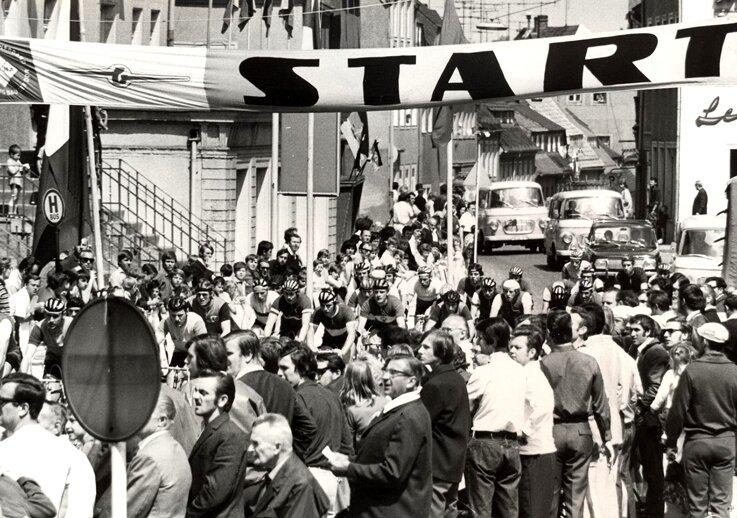 """<p class=""""artikelinhalt"""">Vor vielen begeisterten Zuschauer fanden 1960 bis 1979 in Hainichen Rennen um den Barkas-Preis statt. PF</p>"""