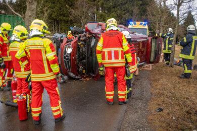 In Oberwiesenthal ist am Mittwoch ein Mercedes-Fahrer von der Straße abgekommen.