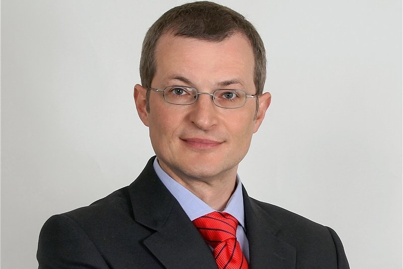 Der Diplom-Ingenieur ist seit eineinhalb Jahren Vorstand der Mugler AG mit Hauptsitz in Oberlungwitz, die zu den führenden Dienstleistern in der Telekommunikationsbranche gehört. Von 2009 bis 2014 war der heute 49-Jährige als Staatssekretär im damals FDP-geführten Wirtschaftsministerium Sachsens mit dem Breitbandausbau befasst. Davor war der gebürtige Hoyerswerdaer mehr als neun Jahre lang Geschäftsführer der Vereinigung der Sächsischen Wirtschaft (VSW).