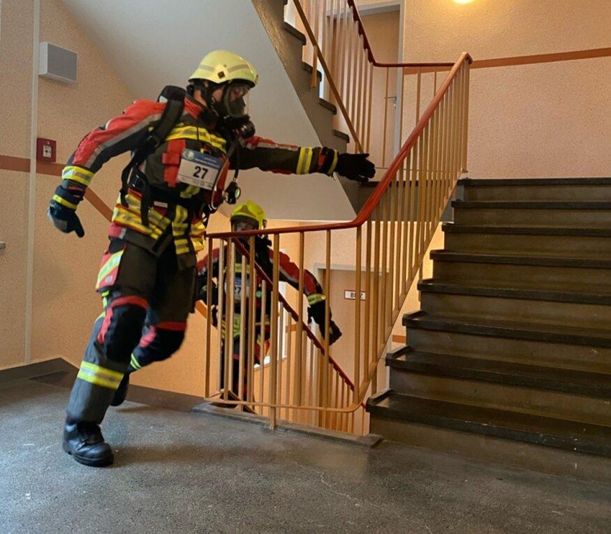Das Hochhaus in der Marienthaler Straße 40 war Austragungsort des 7. Zwickauer Hochhaus-Treppenlaufes. Dabei kämpften auch Feuerwehrleute mit vollem Einsatz um vordere Plätze.