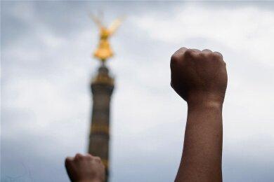 Welche Rolle spielt Herkunft in unserem Leben und unserer Sprache? Das Foto entstand in diesem Sommer bei einer Anti-Rassismus-Demonstration in Berlin.