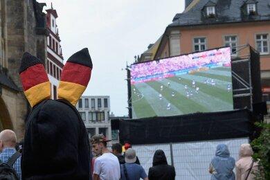 Public Viewing in der Kneipenmeile 2018. Allzu große Veranstaltungen sind zur heute beginnenden Europameisterschaft nicht geplant.