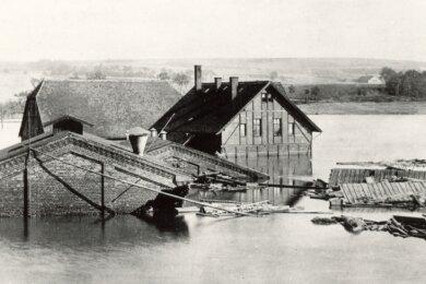 Das kleine Elektrizitätswerk - hier bei der Überschwemmung 1897 unter Wasser stehend - belieferte auch Wilkau, Bockwa und Oberplanitz mit Elektroenergie.