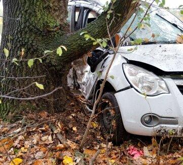 Bei einem tragischen Verkehrsunfall auf der Straße zwischen Burgstädt und dem Lunzenauer Ortsteil Cossen ist eine 24-jährige Autofahrerin ums Leben gekommen.