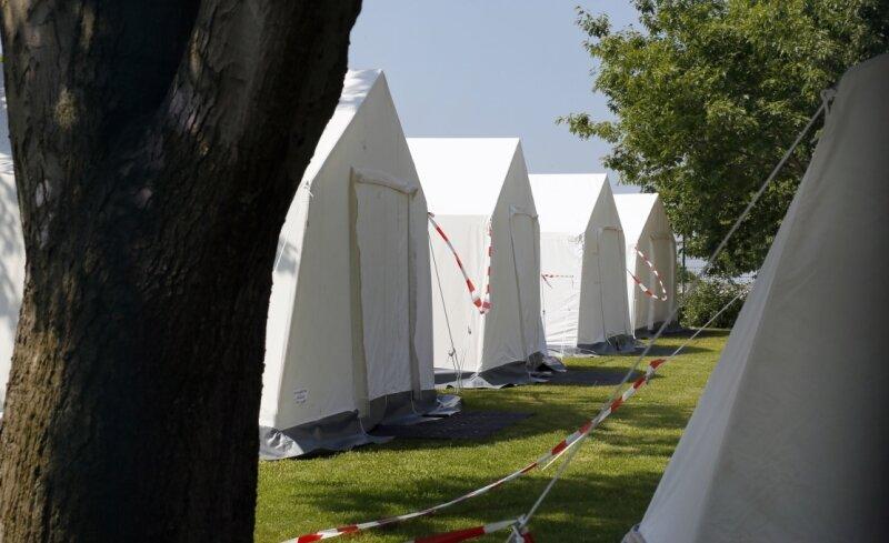 Camping auf dem Gelände der Erstaufnahme-Einrichtung des Freistaats für Asylbewerber in Chemnitz-Ebersdorf: Oberbürgermeisterin Barbara Ludwig forderte den Freistaat diese Woche auf, die Zelte wieder abzubauen.