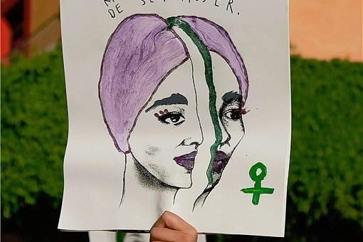Für Frauenrechte und gegen Hass auf Frauen wird weltweit demonstriert, wie hier am 8. März dieses Jahres in Mexiko. Die Lebenswirklichkeit von Frauen ist auch Thema zahlreicher Bücher.