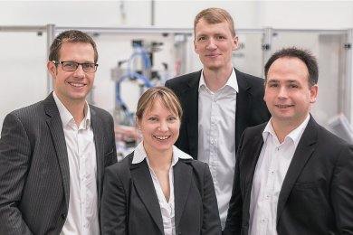 Das Gründungsteam der Freitaler Firma Watttron mit Ronald Claus von Nordheim (v.l.), Michaela Wachtel, Marcus Stein und Sascha Bach hat namhafte Geldgeber gewonnen.