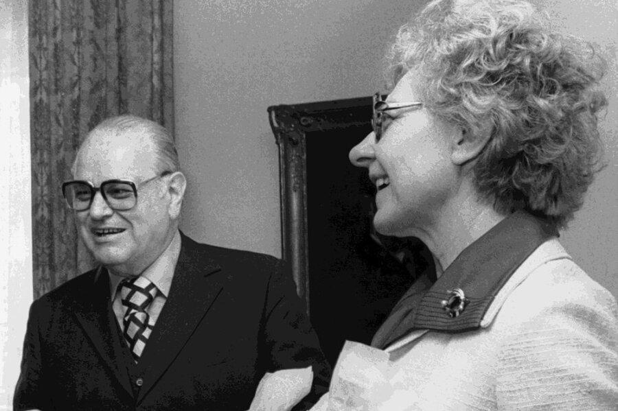 Zusammen mit seiner Lebensgefährtin Frida Poeschke trat der jüdische Verleger Shlomo Lewin für christlich-jüdische Verständigung in Deutschland ein. Am 19. Dezember 198o wurden beide in ihrem Haus in Erlangen von einem militanten Neonazi ermordet.