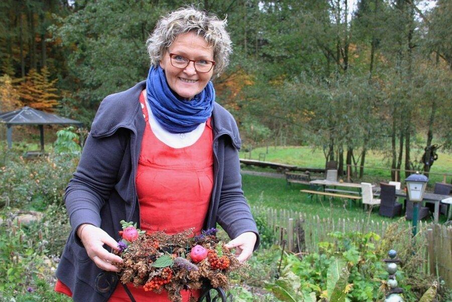 Jetzt ist die Zeit der Samen, der Gewürze und vor allem auch der Wurzeln, sagt Susanne Danz-Jacob. Sie hat sich im Gläsernen Bauernhof im vogtländischen Markneukirchen den Heilkräutern verschrieben.