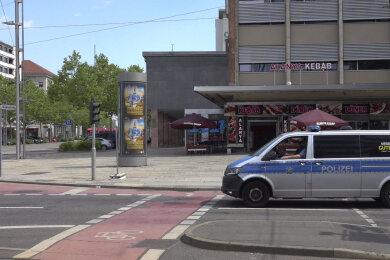 Vor diesem Lokal an der Brückenstraße fand in der Nacht zum Samstag eine gewalttätige Auseinandersetzung statt.