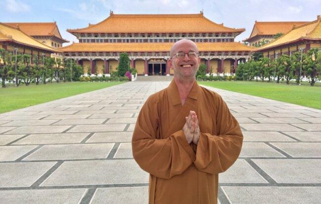 Sieht ziemlich glücklich aus: Hu Shou alias Gerhard Fröschl in seiner neuen Heimat.