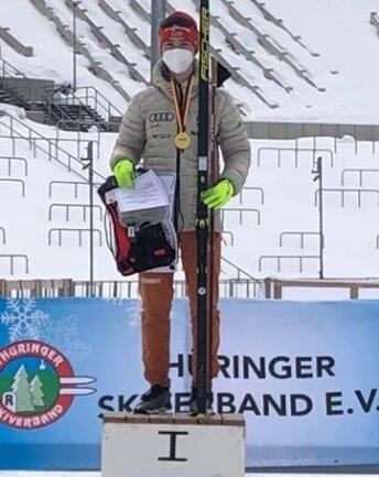 Tristan Sommerfeldt auf dem Siegerpodest in Oberhof.