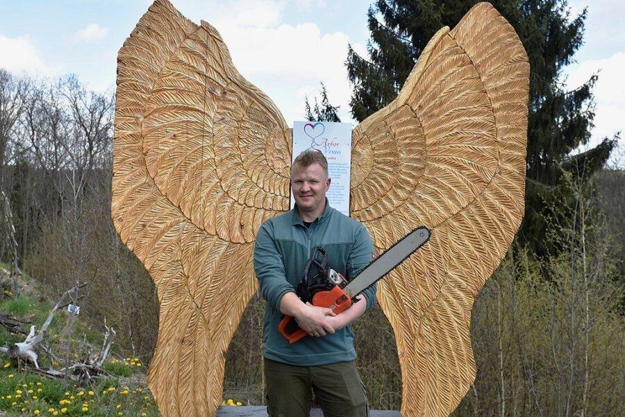 Eines seiner bevorzugten Motive sind Flügel, weil sie für ihn Leichtigkeit und Freiheit symbolisieren.