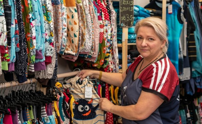 Heide Dathe in ihrem Geschäft Bonaventura in Rochlitz. Hier bietet sie in Handarbeit selbst hergestellte Kleidung,Accessoires, Dekoartikel und vieles mehr an. Doch wegen Corona ist das Geschäft geschlossen.