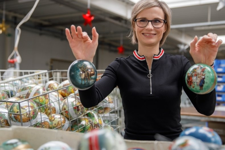 Bettina Nestler hofft, dass die Weihnachtskugeln in Deutschland noch bekannter werden.