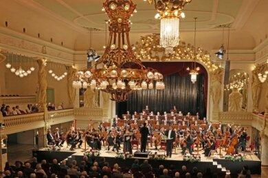 """Die Clara-Schumann-Philharmoniker Plauen-Zwickau bei einem Konzert in der """"Neuen Welt"""" in Zwickau."""
