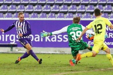 Florian Krüger (l.) trifft zum 1:1.