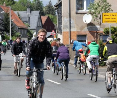 Mehrere tausend Radler finden normalerweise beim Radlersonntag den Weg in den Mülsengrund.