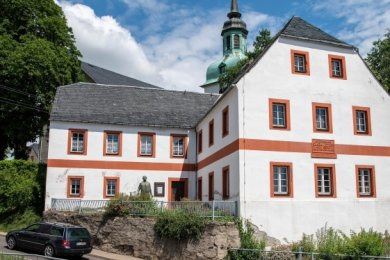 In der Alten Dorfschule sind Sanierungsarbeiten geplant.