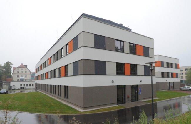 Der Neubau des Hauses 35 auf dem Gelände des Küchwald-Krankenhauses: Das Gebäude war im Sommer vergangenen Jahres eröffnet worden. Jetzt sind dort bei mehreren Patienten gefährliche Keime nachgewiesen worden.