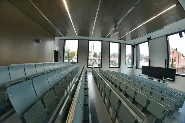 Nach positiven Coronafällen dürfen fast 300 Studierende den Campus der Hochschule Mittweida vorerst nicht betreten.
