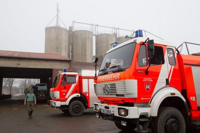 Knapp 50.000 Liter Gülle sind am frühen Freitagmorgen durch ein kaputtes Rohr in der Biogasanlage der Agrargenossenschaft im Weischlitzer Ortsteil Kleinzöbern ausgetreten.