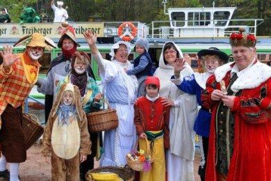 Der märchenhafte Saisonauftakt des Mittelsächsischen Kultursommers beginnt am Karfreitag, 10 Uhr, im Hafen in Kriebstein. Von dort geht es mit dem Schiff zur Anlegestelle in Lauenhain.