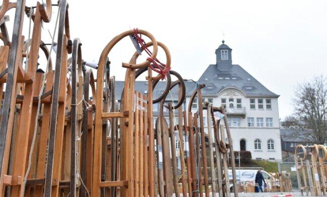 Bislang wurden 235 Schlitten für die Aktion auf dem Klingenthaler Markt abgegeben.