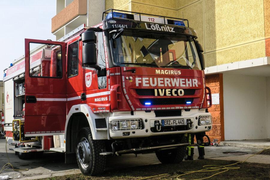 Als die Feuerwehr in die Wohnung in Lößnitz gelangte, war der Brand in der Küche bereits ausgegangen.