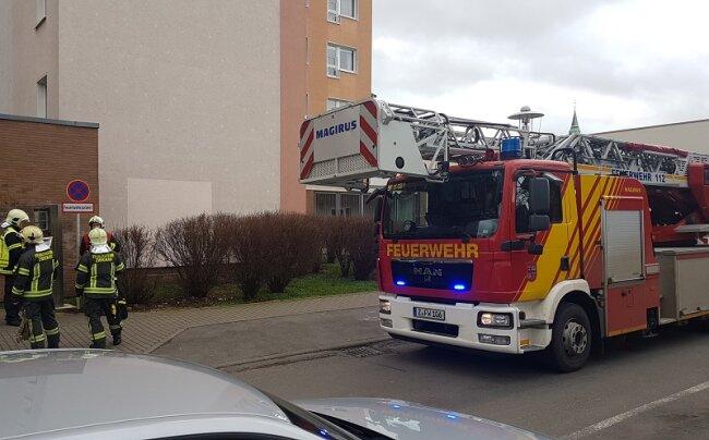 Die Brandmeldeanlage im Keller eines Zwickauer Hochhauses hat am Donnerstagmittag Fehlalarm ausgelöst.