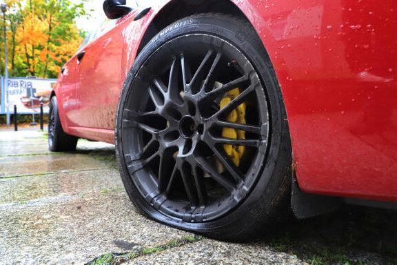Falkenstein: Reifen zerstochen - Zeugen gesucht