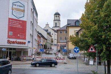Seit Mitte Juni ist die Zufahrt zum Stadtzentrum über die Plauensche Straße blockiert. Nächste Woche soll die Beseitigung der Schäden in Angriff genommen werden.