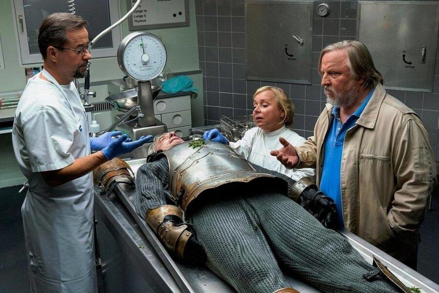 """Das gab es noch nie: Ein toter Ritter im """"Tatort""""."""