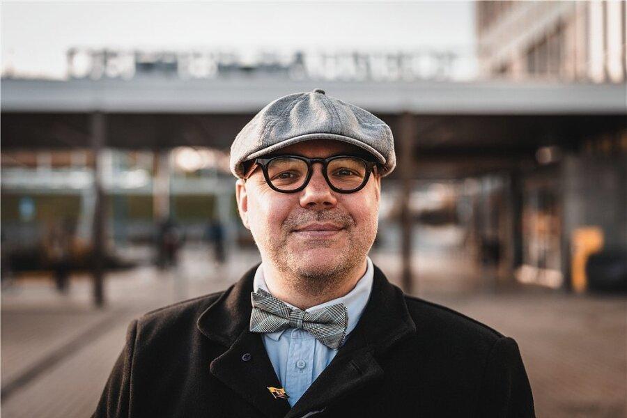 Er hat als fünfter Kandidat Anspruch auf das Amt des Plauener Oberbürgermeisters erhoben: Der 41-jährige Erzieher Lars Buchmann tritt zur Wahl am 13. Juni an.