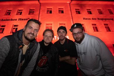 Rico Einenkel, Georg Martin, Randy Reichel, Sebastian Seidel (v.l.) kamen am Eventhaus Bärenstein zusammen. Ohne Musik zu machen. Um ein Zeichen zu setzen.