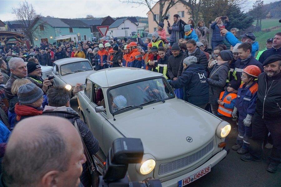 Kultobjekt Trabi: Das Auto 30 Jahre nach der Wende bei einem Konvoi auf dem Gelände des Grenzmuseums Mödlareuth.