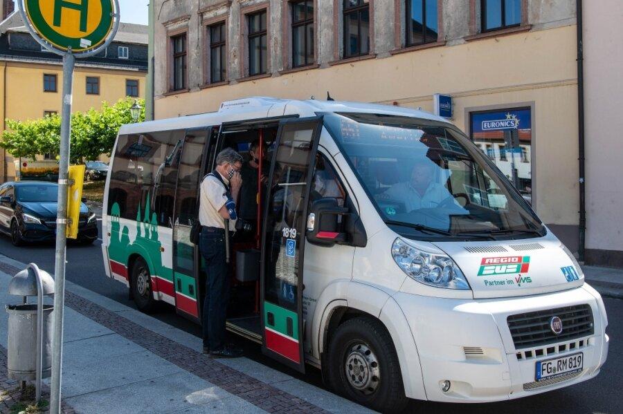 Nach anderthalb Jahren ist am Freitag ein Bus der Linie 651 zum letzten Mal von der Haltestelle am Peniger Markt in den Ortsteil Amerika gefahren. Wegen mangelnder Auslastung hat die Stadt das Geld gestrichen.