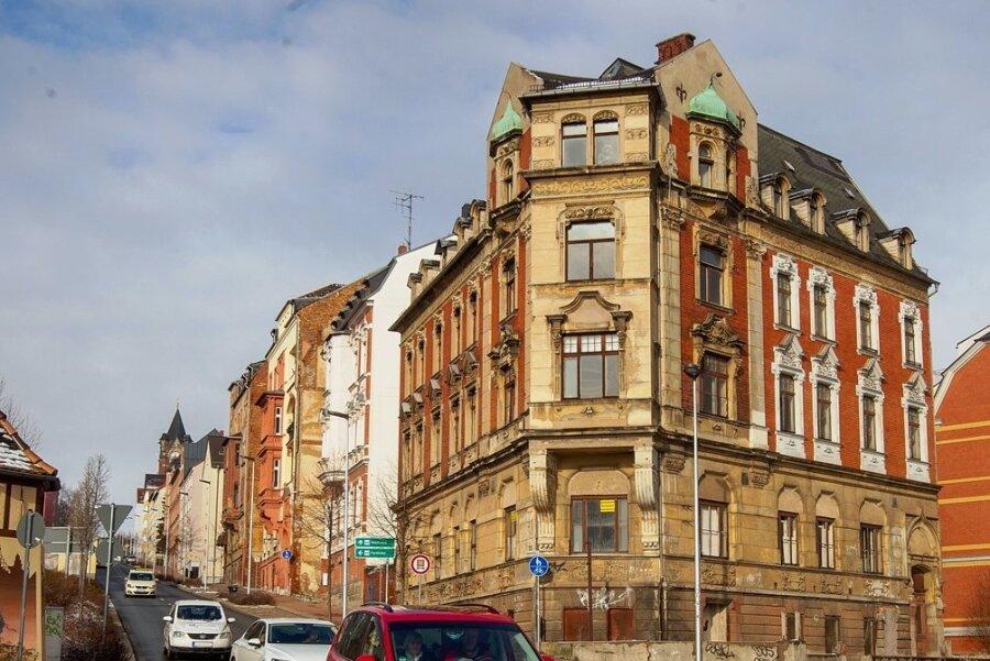 Der Zahn der Zeit hat an dem früher herrschaftlichen Haus Ecke Reißiger-/ Kaiserstraße genagt.