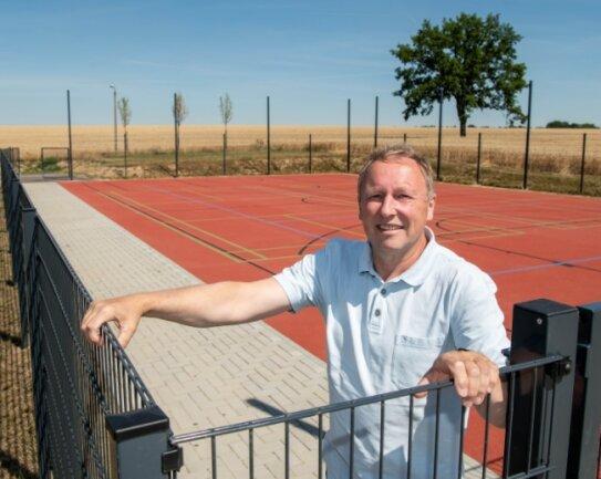 Vereinschef Andreas Wagner hat gut lachen: Denn in den zurückliegenden Monaten ist in Milkau eine moderne Sportstätte entstanden.
