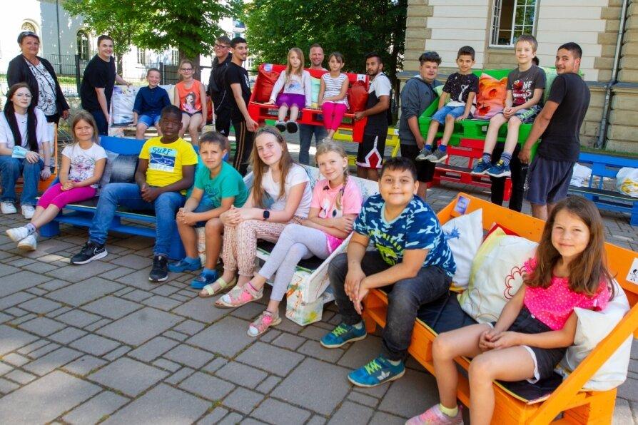 Neue Bänke für den Schulhof der Erich-Ohser-Grundschule