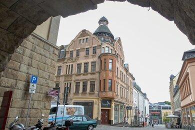 """Ein Blick vom Rathaus zum künftigen """"Almgasthof Steyr""""."""