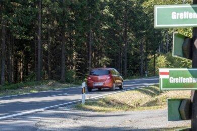 An der Zwönitzer Straße in Geyer nahe dem Ortsausgang wird das zuständige Landesamt eine von mehreren Straßenwetterstationen im Erzgebirge errichten lassen.