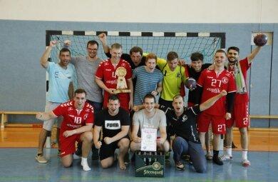 Die Mannschaft des HC Einheit Plauen II gewann am Sonntag den Pokal des Klingenthaler Oberbürgermeisters.
