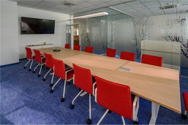 """Raum im Raum: Für Konferenzen wurde im neuen Newsroom der """"Freien Presse"""" ein separates Zimmer eingerichtet."""